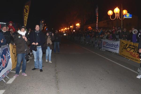 AFRICA-RACE-2014-grande-foule-a-ST-CYPRIEN-pour-le-depart-le-dImanche-29-decembre-2013-Photo-Claude-MOLINIER