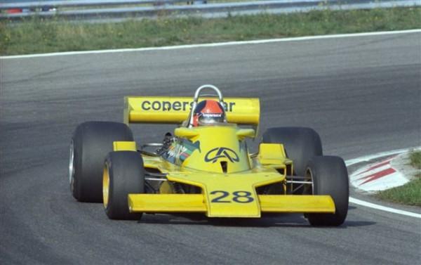 Emerson-Fittipaldi-en-1977-sur-la-Fittipaldi-Copersucar-F5-©-Manfred-GIET