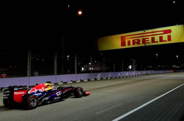 F1-2013-SINGAPOUR-SEB-VETTEL-RED-BULL-RENAULT-Photo-PIRELLI