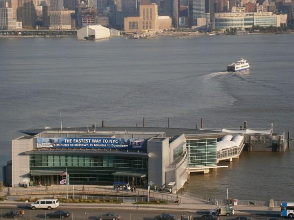 F1-GP-DU-NEW-JERSEY-Weehawken-Port-Imperial-Ferry-Terminal-sur-Hudson-River-ou-devait-se-situer-la-ligne-de-depart-et-d-arrivee