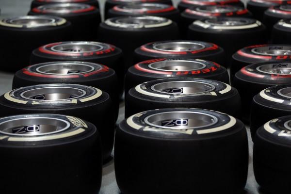 F1 - Les P Zero rouges supersoft et blancs medium ont été alloués pour le Grand Prix de Corée 2013 - photo PIRELLI