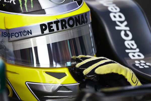 F1-SILVERSTONE-2013-BRITISH-GP-NICO-ROSBERG-Portrait-photo-Team