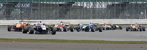 F3-FIA-SILVERSTONE-Depart-1ére-course-13-avril-Photo-Gilles-VITRY-autonewsinfo