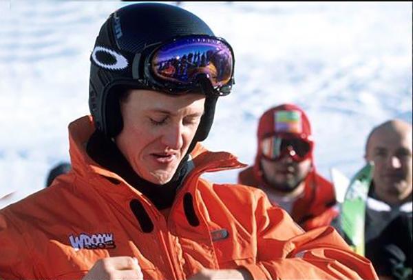 MICHAEL-SCHUMACHER-au-Ski-avec-VROOM-a-MADONNA-DI-CAMPIGLIO-dans-les-Dolomites