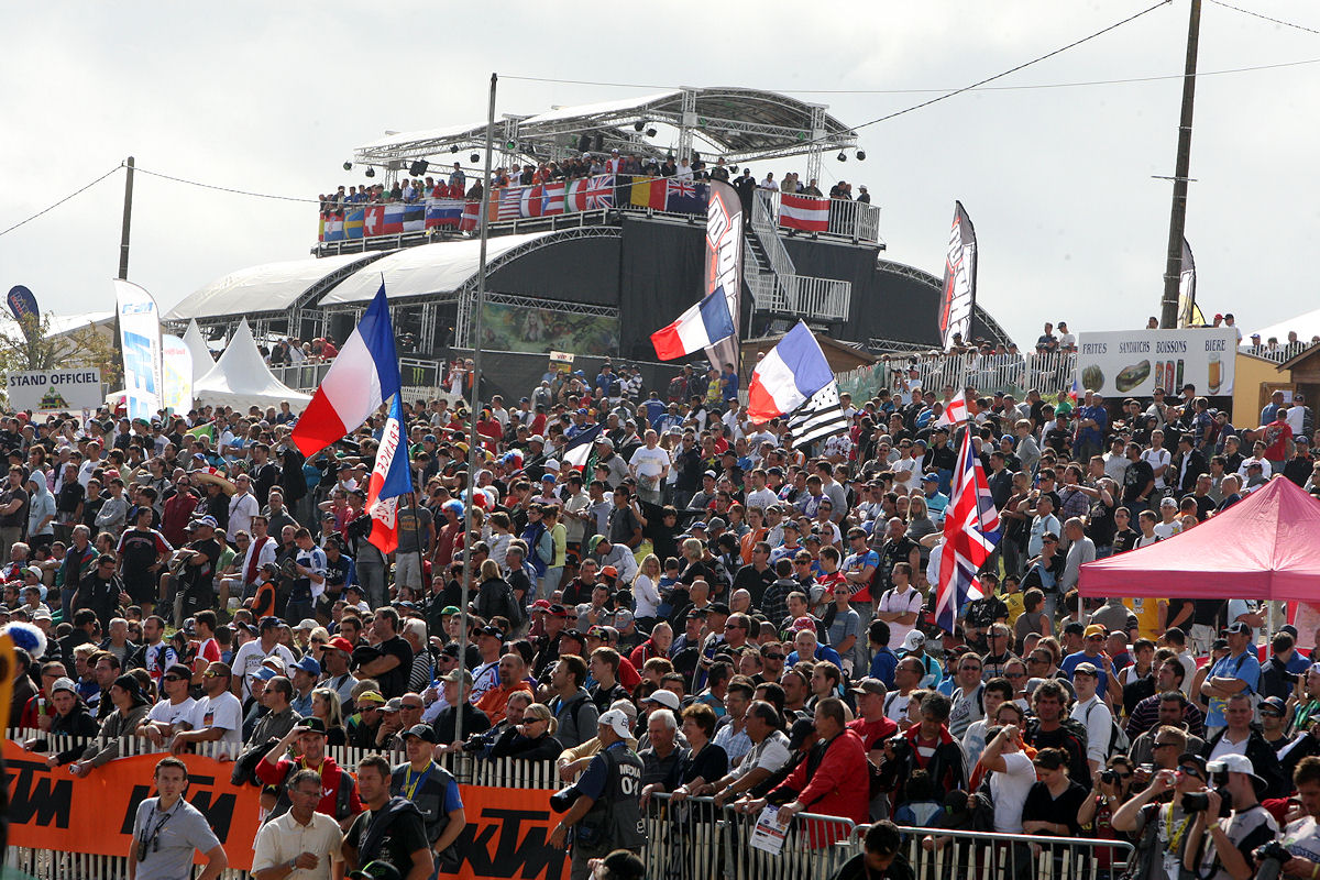 MOTO-CROSS-DES-NATIONS-2011-tribunes