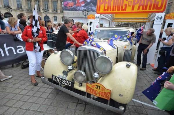 PEKIN-PARIS-2013-BENTLEY-de-1939-des-Australiens-David-BROWMING-et-de-Michael-DOW