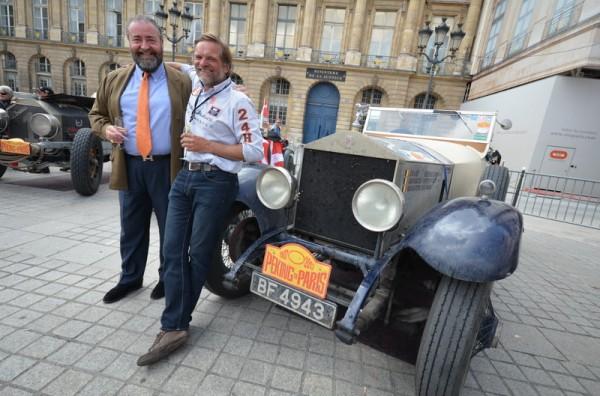 PEKIN-PARIS-2013-Philip-Kantor-et-Erwin-Beerens-devant-la-Rolls-Royce-Siver-Ghost-1924