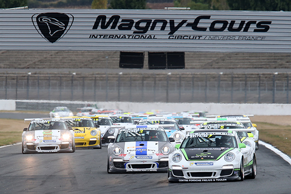 PORSCHE CUP 2013 MAGNY COURS  Vincent BELTOISE devant la meute Photo Gilles VITRY