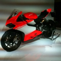 SALON-MOTO-2013-la-DUCATI-SUPERLEGERRA