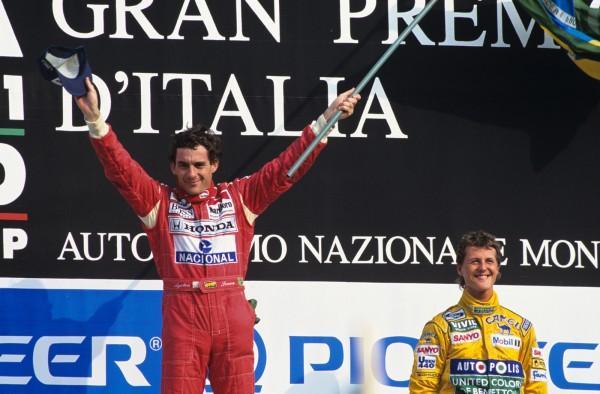 F1. GP ITALIE a MONZA en 1992 . Ayrton SENNA et Michael SCHUMACHER deux Champiuons sur le podium