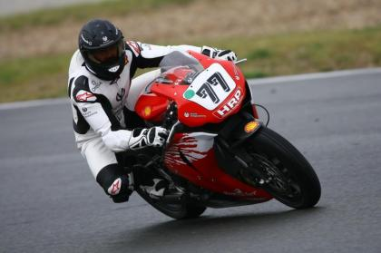 Michael  Schumacher-MOTO- en course sur le circuit d' Oschersleben