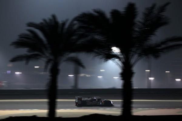 WEC 2013 Bahrain La TOYOTA N°8 de nuit.