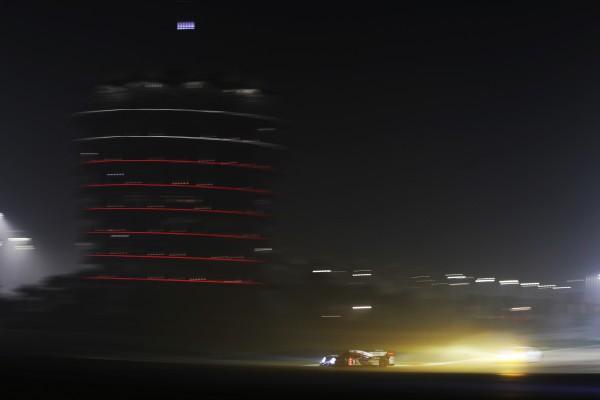 WEC 2013 Bahrain TOYOTA de nuit
