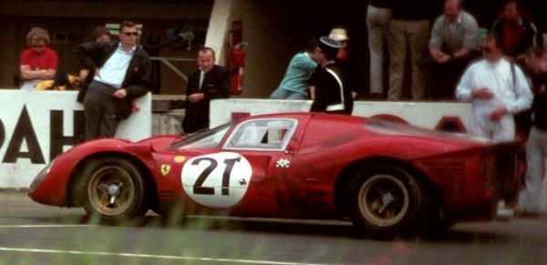 24-HEURES-DU-MANS-1967-La-FERRARI-330-P4-de