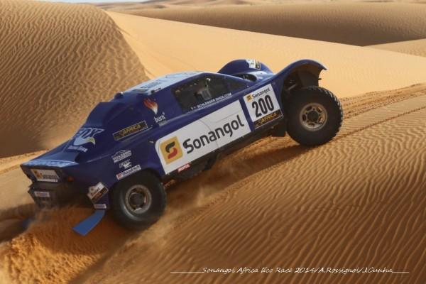 AFRICA-RACE-2014-Le-buggy-de-SCHLESSER-et-MAGNALDI.