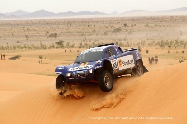 AFRICA-RACE-2014-SCHLESSER-FILE-VERS-LA-VICTOIRE-AU-LAC-ROSE