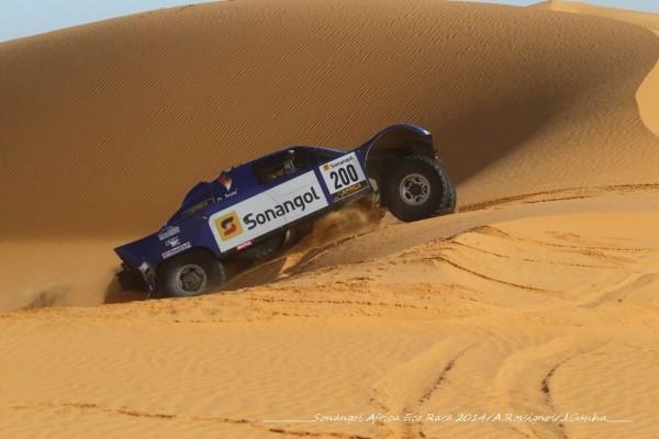 AFRICA-RACE-2014-SCHLESSER-et-MAGNALIDI-pas-toujours-a-la-fete