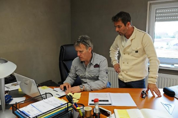 DOMINIQUE-HEINTZ-et-SEBASTIEN-LOEB-dans-le-bureau-du-Team-SLR
