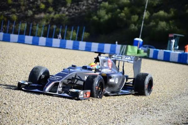 F1-2014-JEREZ-SAUBER-ESTEBAN-GUTTIEREZ-sortie-fin-de-matinee-du-29-janvier-Photo-Max-MALKA