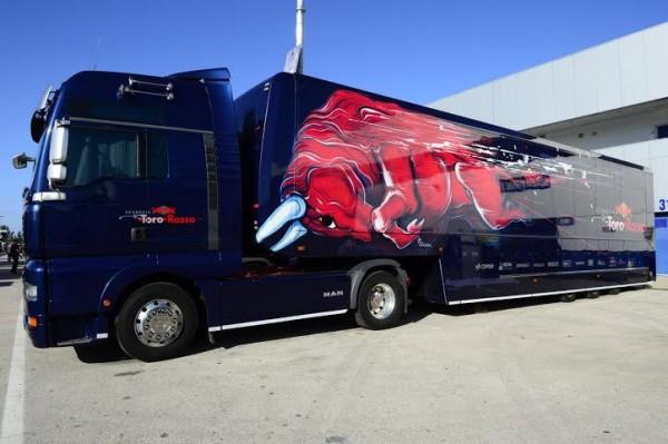 F1-2014-JEREZ-Transporteur-SCUDERIA-TORO-ROSSO