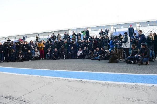 F1-2014-JEREZ-essai-28-Janvier-Avant-la-presentation-de-la-RED-BULL-la-meute-des-photographes-Photo-Max-MALKA