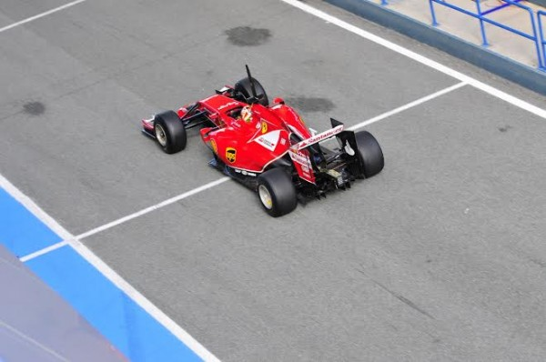 F1-2014-JEREZ-essai-28-Janvier-FERRARI-de-KIMI-RAIKKONEN-vue-arriere-et-de-haut-Photo-Max-MALKA