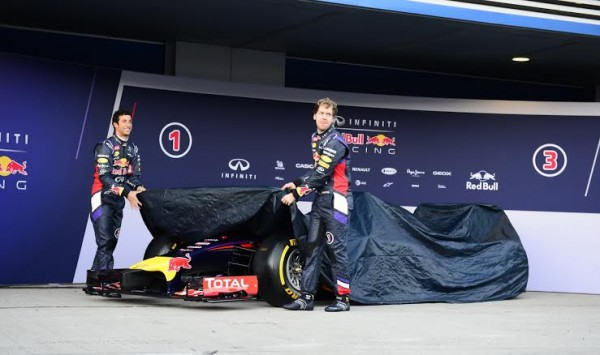 F1-2014-JEREZ-essai-28-Janvier-Presentation-Team-RED-BULL-avec-VETTEL-et-RICCIARDO-Photo-Max-MALKA