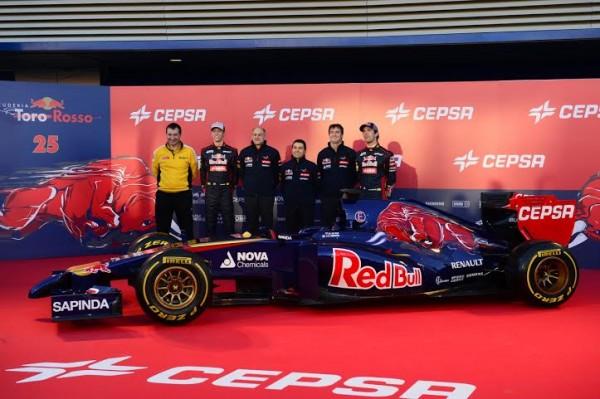 F1-2014-TORO-ROSSO-avec-les-2-pilotes-VERGNE-et-KVIIAT-presentation-Jerez-le-lundi-27-jancier-2014.