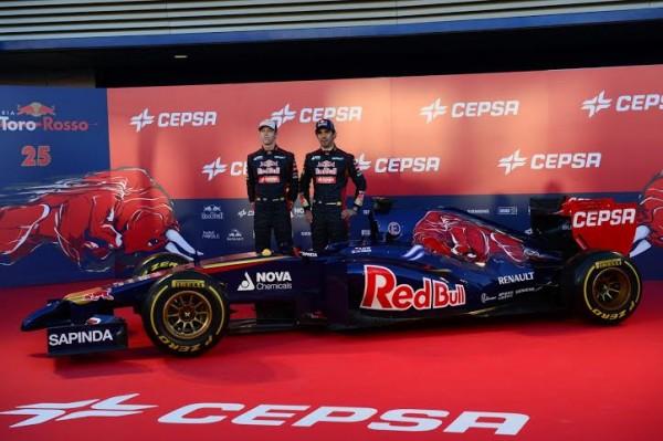 F1-2014-TORO-ROSSO-et-les-2-pilotes-VERGNE-et-KVIIAT-presentation-Jerez-le-lundi-27-jancier-2014.