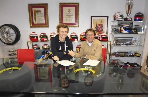 GP2-ARTHUR-Pic-et-Adrian-Campos-signature