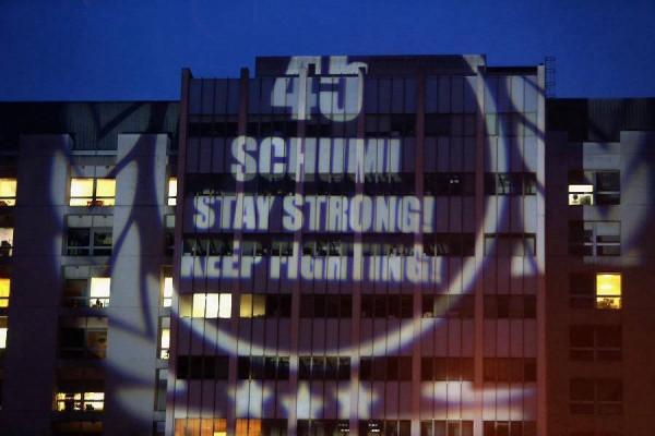 MICHAEL-SCHUMACHER-POUR-son-45eme-anniversaire-projection-sur-CHU-de-GRENOBLE