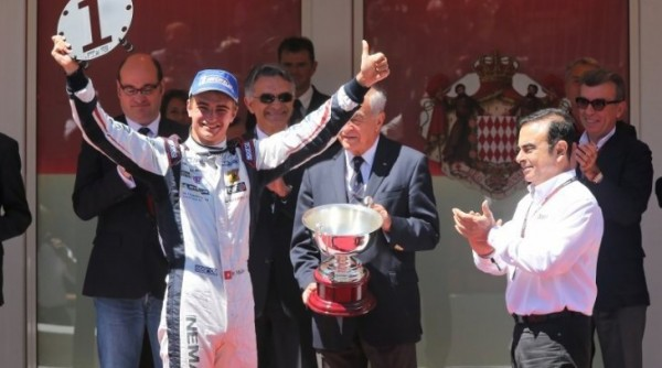 WORLD-SERIES-RENAULT-2013-MONACO-NICO-MULLER-sur-le-podium-avec-Carlos-GHOSN
