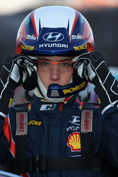 WRC-2014-MONTE-CARLO-Thierry-NEUVILLE-apres-son-abandon