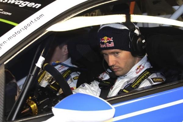 WRC 2014 - Sebastien OGIER attentif aux arrivées de ses concurrents