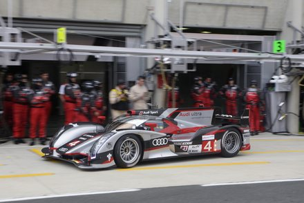 24-HEURES-DU-MANS-2012-Stand-AUDI-Audi-R18-ultra-Num-4-Marco-Bonanomi-Oliver-Jarvis