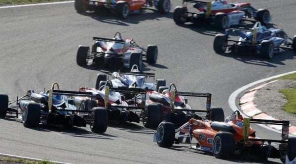 F3 RENAULT developpe son  moteur pour la saison