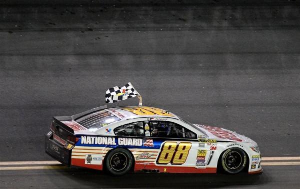 NASCAR-2014-DAYTONA-500-Dale-Earnhardt-Jr-celebre-sa-victoire