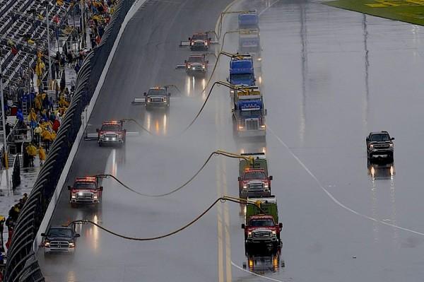 NASCAR-2014-DAYTONA-500-le-sechage-de-la-piste