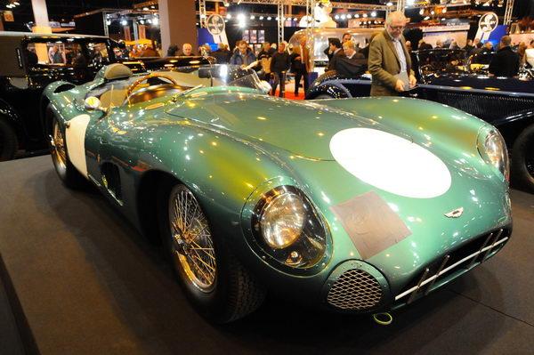 Rétromobile-2014-Aston-Martin-DBR1-vainqueur-du-Mans-en-1959-avec-Shelby-et-Salvadori