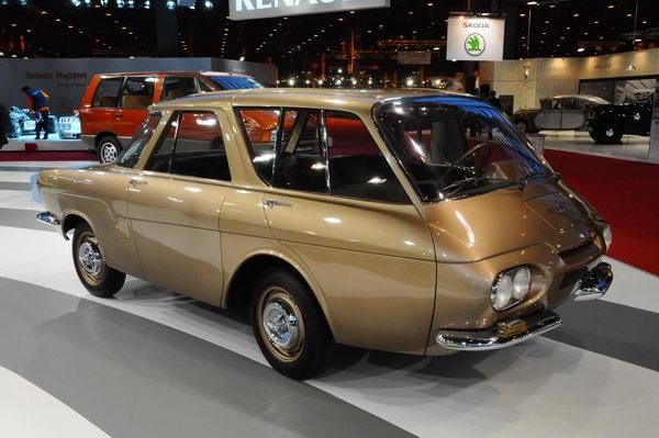 Rétromobile-2014-Etonnante-ce-prototype-Renault-900-de-1959-à-moteur-arrière-et-cabine-avancée