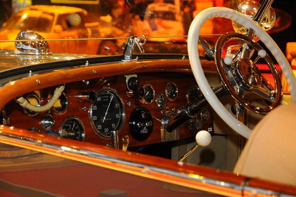 Retromobile-2014-Tableau-de-bord-de-la-Mercedes-Maharajah