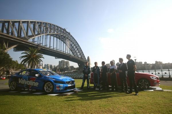 V8 2014 la VOLVO du Team GRM Polstar devant le fameux Pont de SYDNEY