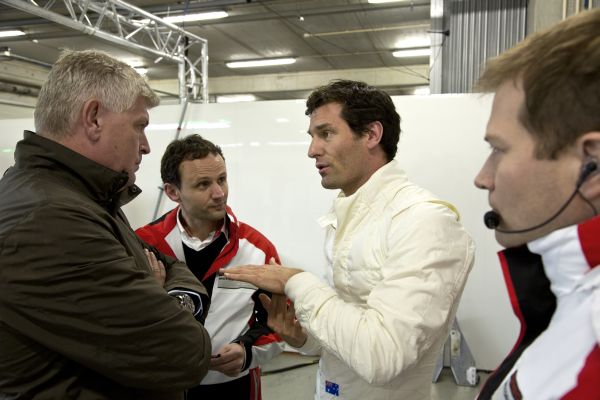 W2013-Test-PORSCHE-LMP1-a-PORTIMAO-Mark-Webber-avec-Wolfgang-Hatz-Membre-Executive-Board-Research-Development-Porsche-AG-Alexander-Hitzinger-Technical-Director-LMP1-et-Andreas-Seidl-Director-LMP1
