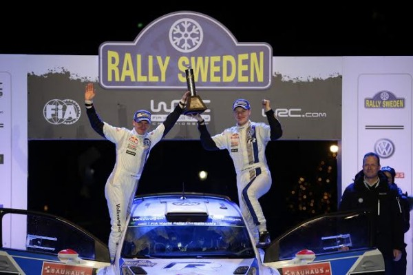 WRC-2014-JARI-MATTI-LATVALA-Podium-Rallye-de-SUEDE-photo-Team-VW