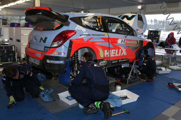WRC-2014-SUEDE-ASSISTANCE-i20WRC-de-THIERRY-NEUVILLE-Team-HYUNDAI-photo-Jo-LILLINI