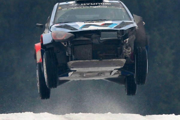WRC-2014-SUEDE-IMPRESSIONNNANTE-la-HYUNDAI-i20WRC-de-NEUVILLE-GILSOUL-photo-Jo-LILLINI.