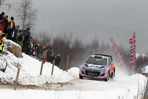 WRC 2014 SUEDE- La HYUNDAI i20WRC de Thierry NEUVILLE et Nicolas GILSOUL - photo Jo LILLINI