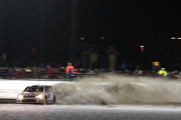 WRC-2014-SUEDE-VW-Polo-de-Mikkelsen-hippodrome-Karlstad