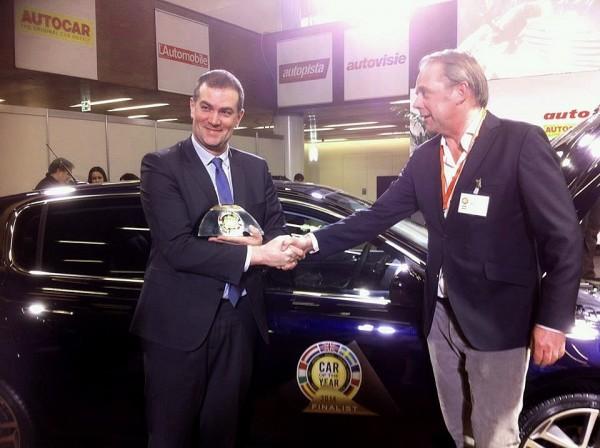 CAR-OF-RTHE-YEAR-2014-Peugeot-308-voiture-de-lannée-2014-Maxime-Picat-Directeur-général-recoit-le-Trophee.