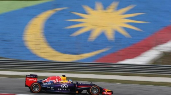 F1-2014-SEPANG-La-RED-BULL-RENAULT-de-Seb-VETTEL-Photo-TEAM